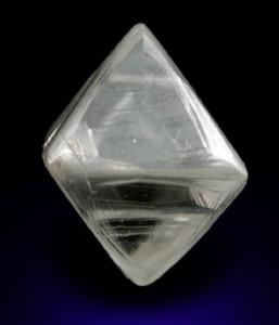 Кристалл алмаза октаэдр