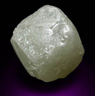 Кристалл алмаза куб