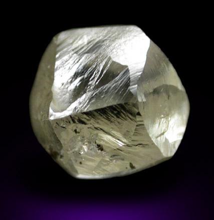 Кристалл алмаза додекаэдр