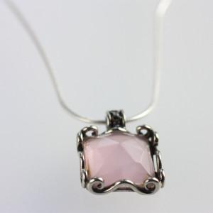 Розовый кварц - эффект авантюресценции