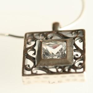Горный хрусталь - прозрачный камень со стеклянным блеском