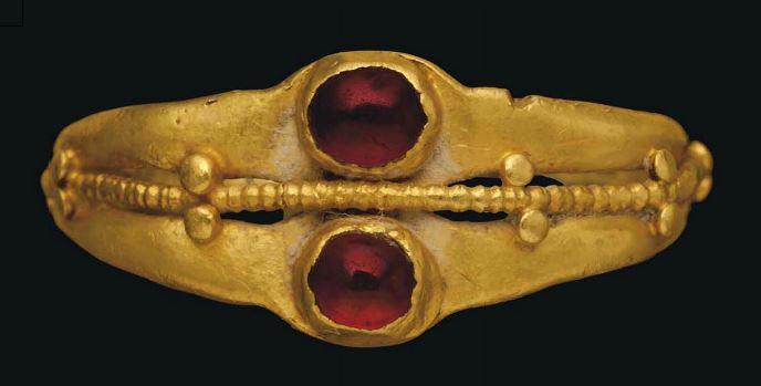 Кольцо. Золото с гранатами. 1 в.до н.э