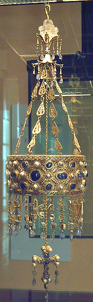 Фото 7.1. Корона короля вестготов. 7 век