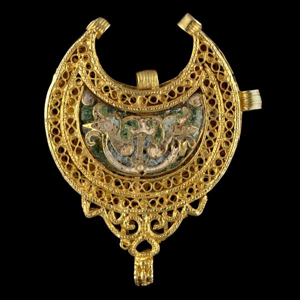 Золотой кулон с эмалью. Египет. 11 век
