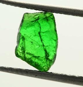 Кристалл зеленого цаворита