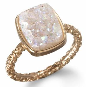 Обручальное кольцо с камнем в винтажном стиле