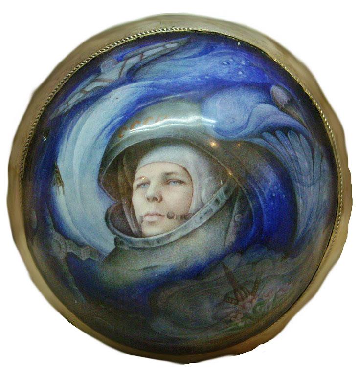 Миниатюра из финифти - портрет Юрия Гагарина