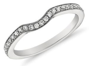 Женское обручальное кольцо из платины с бриллиантами