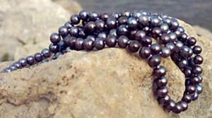 Бусы из чёрного речного жемчуга - фото karipearls.com