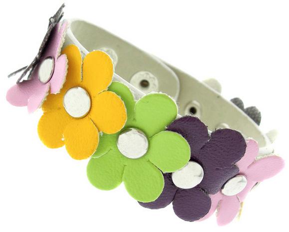 Детский браслет из заменителя кожи с цветочной аппликацией - фото overstock.com