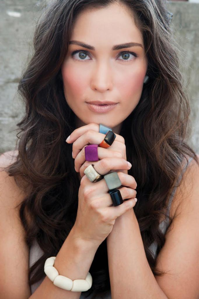 Кольца-на-модели---фото-shopfaire.blogspot.com