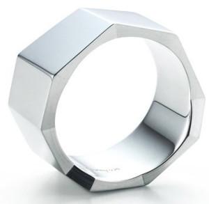 Мужское кольцо из стали нестандартной формы