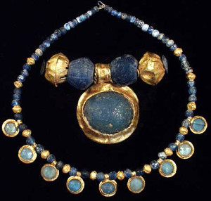 Древнеримские бусы из золота и стекла-2-3 век н.э. фото ancienttouch.com