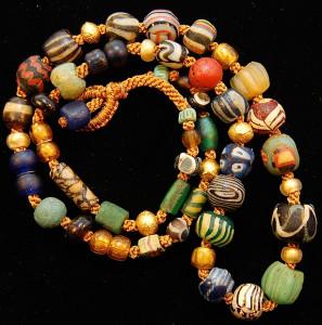 Древнеримские, исламские и византийские бусины из стекла - фото ancientsuns.biz