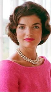 Жаклин Кеннеди в жемчужном двухрядном колье - фото marymurnane.com