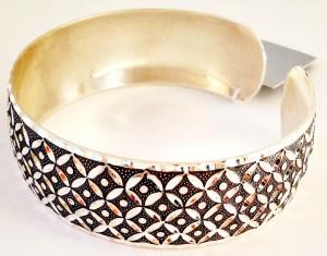 Кубачи - браслет с применением глубокой точечной чеканки  с имитацией ложной зерни - фото kubachi.su