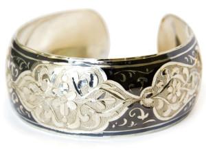 Серебряный браслет с гравировкой и чернением - Кубачи, фото kubachi.su