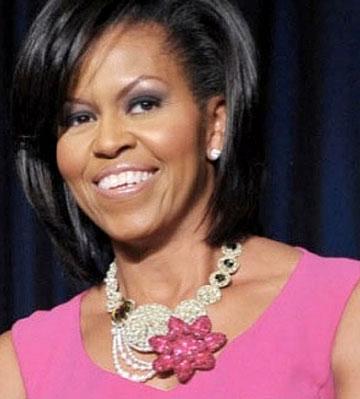 Колье Мишель Обамы совпадающее с формой выреза - фото vev.ru