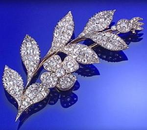 Бриллиантовая брошь в виде ветви 1800г. - sothebys.com