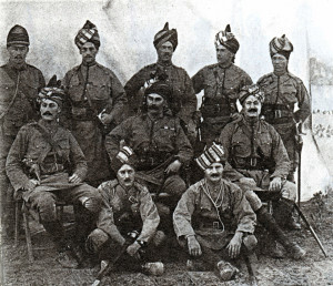 http://juvelirum.ru/wp-content/uploads/2014/07/Ofitsery-9-go-Bengalskogo-ulanskogo-polka.-1897-g.-Foto-vintagewatchstraps.com_-300x258.jpg
