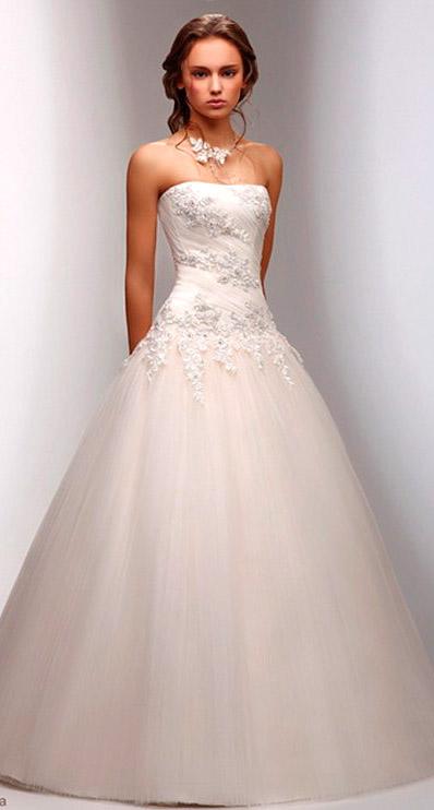 Колье невесты в тон вышивки свадебного платья - wedding-image.ru
