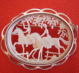 Ажурная-брошь-с-всадницами---equestrianjewelry.com