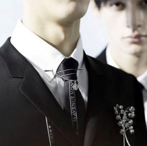 Мужские-броши-Dior-осень-зима-2014-2015-ландыш---mens-look.ru