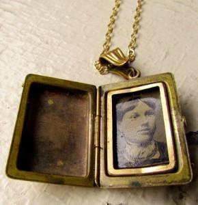 Антикварный медальон с портретом - luxxorvintage.com