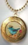Медальон с голубой птичкой в короне - artfire.com