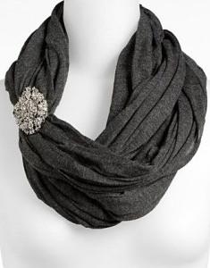 Брошь-на-шарфе--завязанном-в-стиле-бесконечность---shop.nordstrom.com