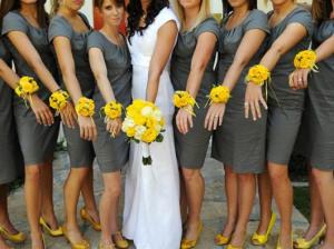 Бутоньерка на запястье подружкам невесты - ohlovelyday.com