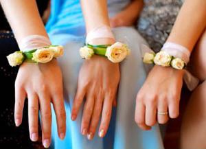 Бутоньерки на руку подружкам невесты - yesinitaly.com