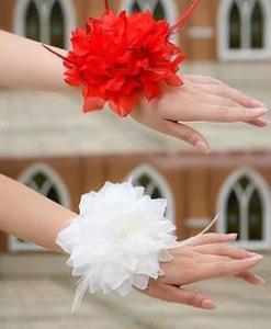 Бутоньерки на запястье подружкам невесты - vivatao.com