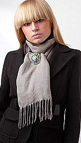 Как-завязать-шарф-с-брошью---avalaya.com
