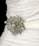 Свадебные броши и бутоньерки для стильной невесты