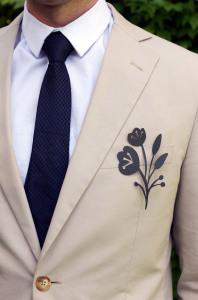 Мужская бутоньерка с искусственными цветами - ohweddings.net