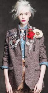 Несколько брошей на пиджаке - fotki.yandex.ru