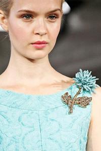 Брошь-цветок к вечернему платью - modagoda.com