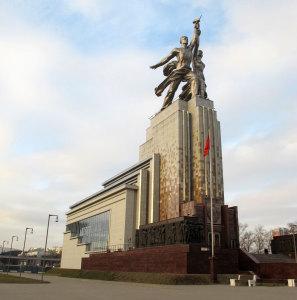 Скульптура Рабочий и колхозница, фото: ЮВЕЛИРУМ