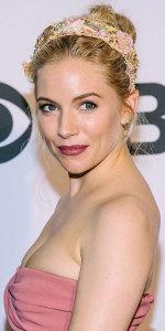 Сиена Миллер - ободок в цветочном стиле - glamourmagazine.co.uk