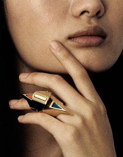 Кольцо в кубическом стиле - фото chrishabanajewelry.com