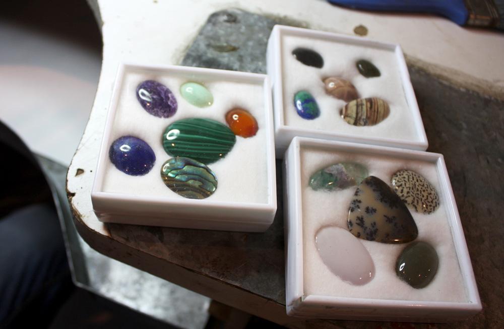 Выбор камня, фото: ЮВЕЛИРУМ