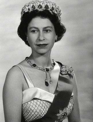 Елизавета II в колье с бриллиантом Куллинан VII
