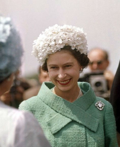 Елизавета II с брошью Куллинан V