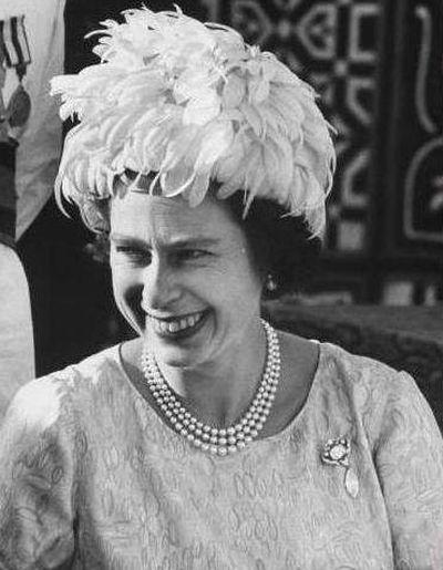 Королева Елизавета II с брошью Куллинан VI и VIII