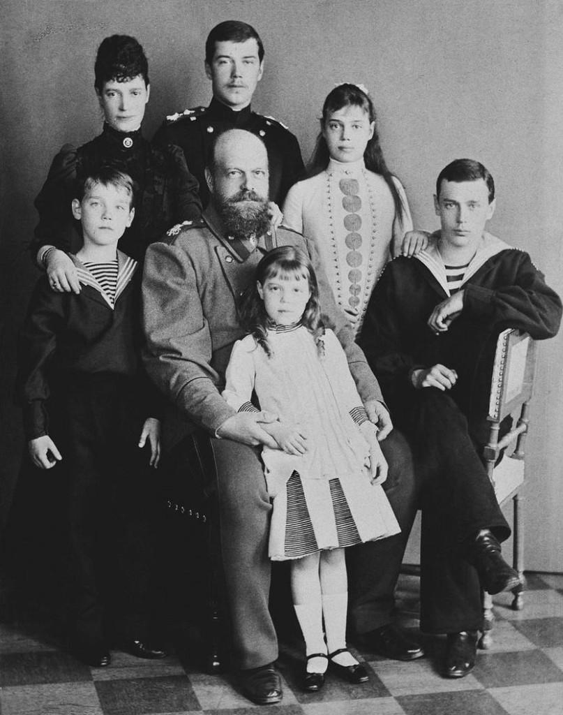 Александр III с семьей. 1889 год.
