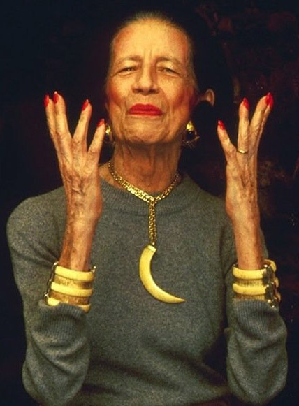 Diana Vreeland в браслетах Kenneth Jay Lane - фото: bracelets-blog.thomaslaine.com