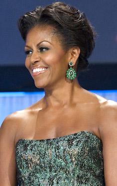 Мишель Обама в винтажных серьгах Kenneth Jay Lane - фото thegreatwideopen.ne