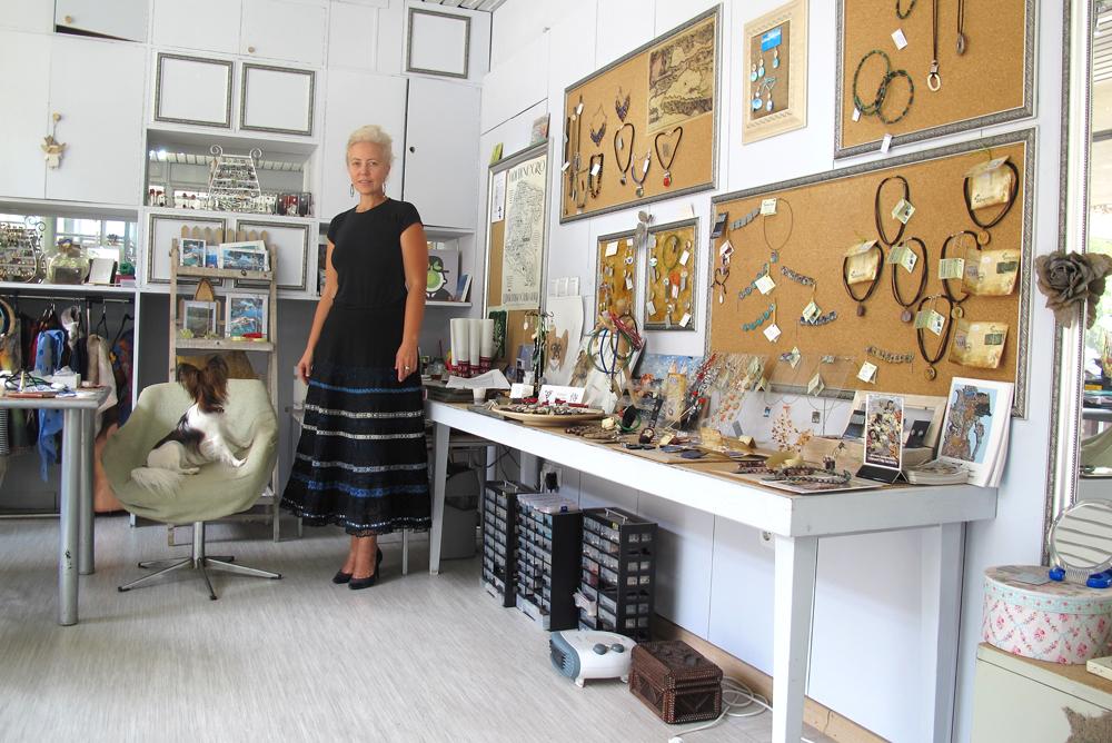 Хозяйка магазина Надежда Демидова