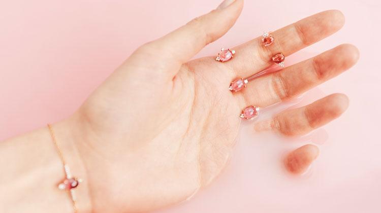 Открытое кольцо с розовым турмалином и топазами бриллиантовой огранки MOONKA